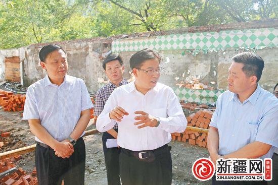 徐海荣在调研靓化工程建设时强调...